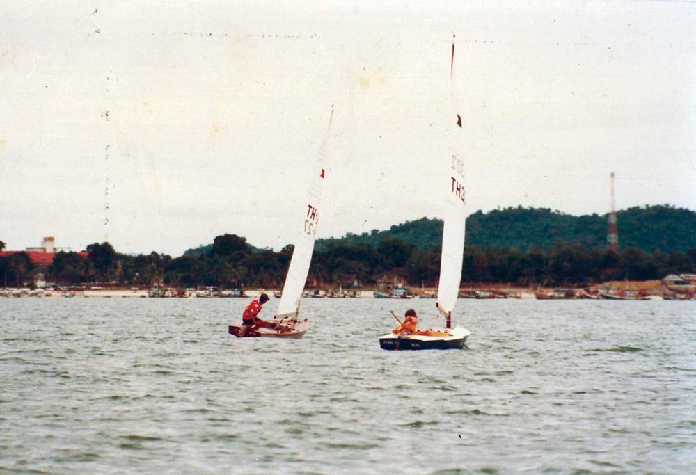 His Majesty Bhumipol Adulyadej of Thailand (left) racing Vega 2.