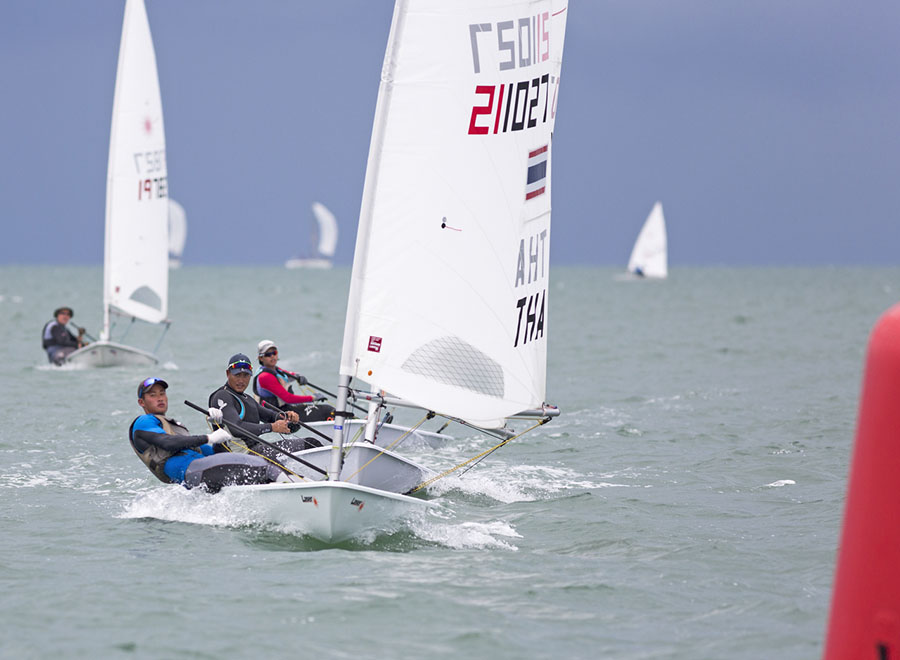 Follow my lead on the Single-Handed Monohull Dinghy course.
